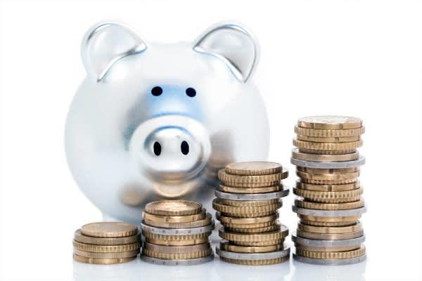 silbernes Sparschwein mit Münzen